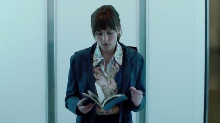 The coat John Partridge of Anastasia Steele (Dakota Johnson) in Fifty shades darker movie