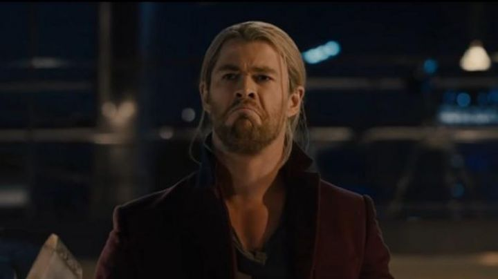 Fashion Trends 2021: The coat bordeaux of Thor (Chris Hemsworth) in Avengers : Age of Ultron