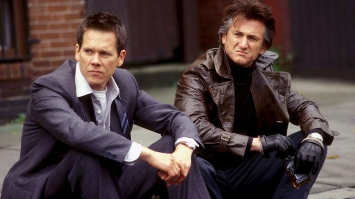 The coat-brown leather Jimmy Markum (Sean Penn) in Mystic River Movie