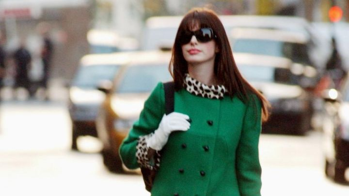 The coat collar leopard worn by Andrea Sachs (Anne Hathaway) in The devil wears Prada movie