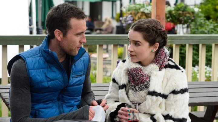 Fashion Trends 2021: The coat of fur of Lou Clark (Emilia Clarke) in Before You
