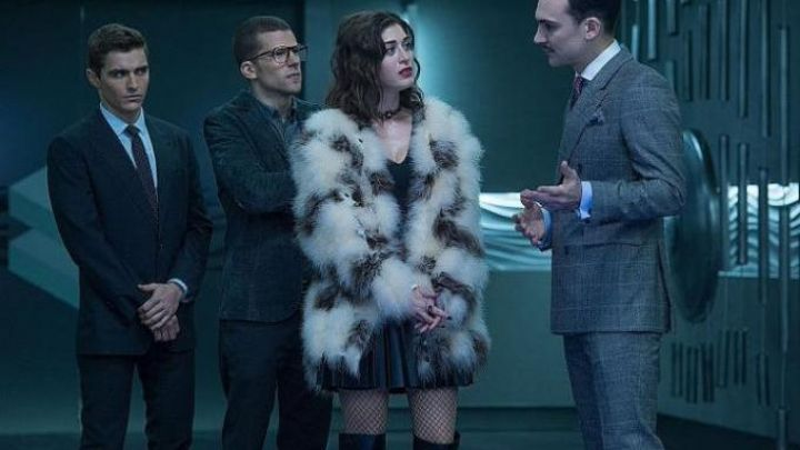 The coat of fur of Lula May (Lizzy Caplan) in Elusive 2 / Now You See Me 2 movie