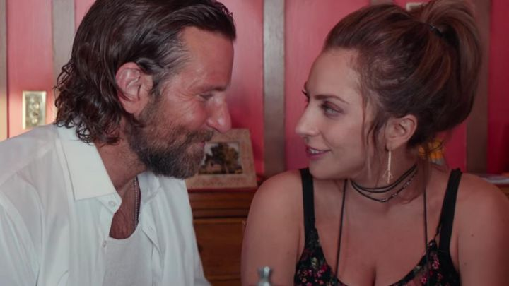 The collar flush with neck of Ally (Lady Gaga) in A Star Is Born Movie
