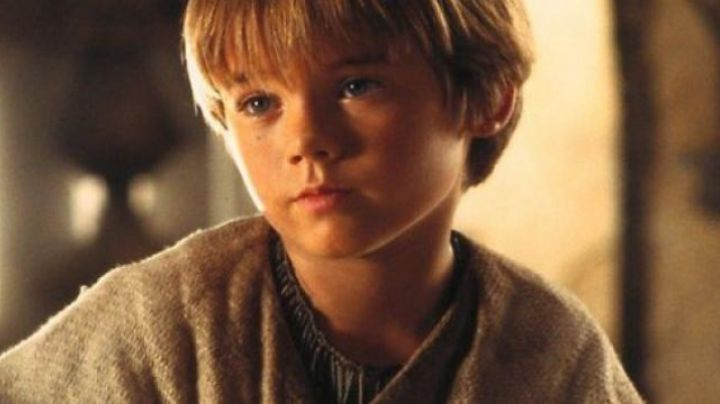 The collar of Anakin Skywalker (Jake Lloyd) in Star Wars I : The phantom menace - Movie Outfits and Products