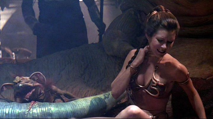 The collar of a slave princess Leia (Carrie Fisher) in Star Wars VI : return of The Jedi - Movie Outfits and Products