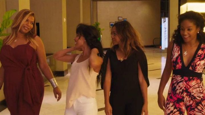 The combination jumpsuit of Ryan Pierce (Regina Hall) in Girls trip - Movie Outfits and Products