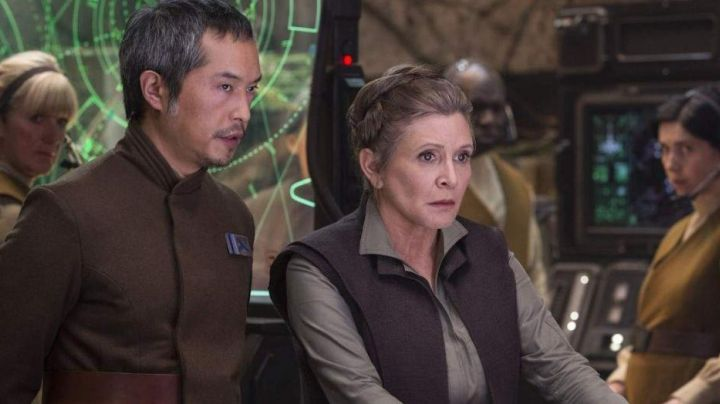 The combination of khaki and the jacket of Princess Leia (Carrie fisher) in Star Wars VII - Movie Outfits and Products