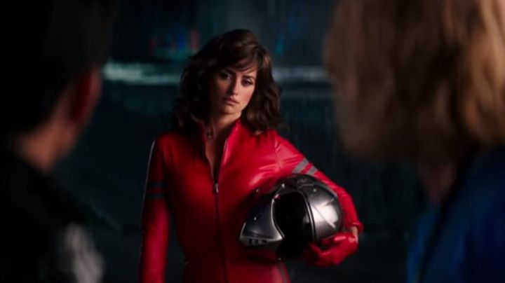 The combination red motorcycle Valentina Valencia (Penelope Cruz) in Zoolander 2 - Movie Outfits and Products