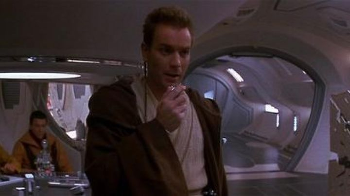 The comlink to Obi-Wan Kenobi (Ewan McGregor) in Star Wars II : attack of The clones - Movie Outfits and Products