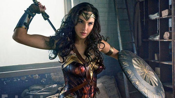 The complete costume of Diana Prince (Gal Gadot) in Wonder Woman movie