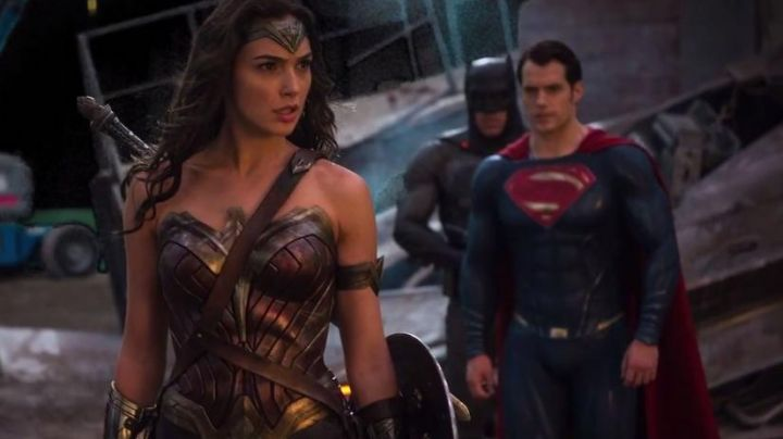 Fashion Trends 2021: The complete costume of Wonder Woman (Gal Gadot) in Batman V Superman : dawn of justice