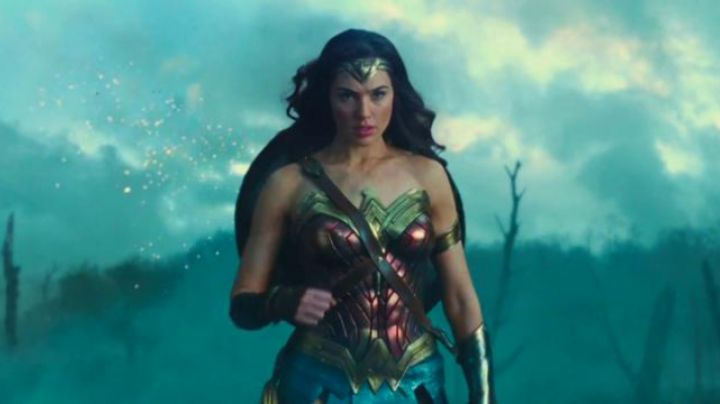 The complete costume of Wonder Woman (Gal Gadot) in Wonder Woman - Movie Outfits and Products