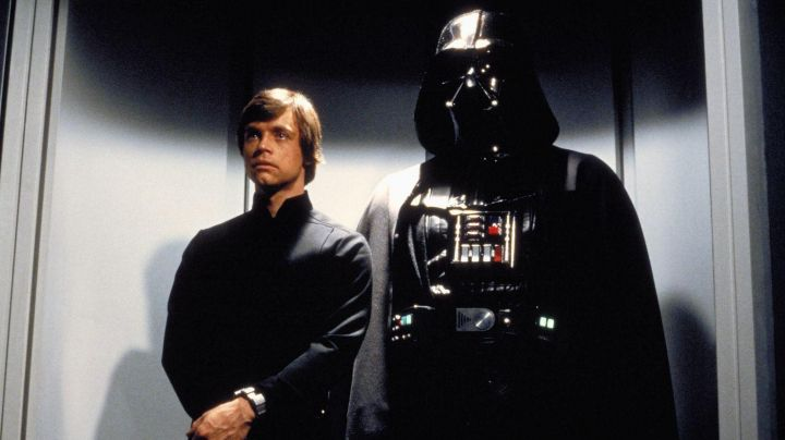 The complete outfit of Darth Vader in Star Wars VI : Return of The Jedi - Movie Outfits and Products