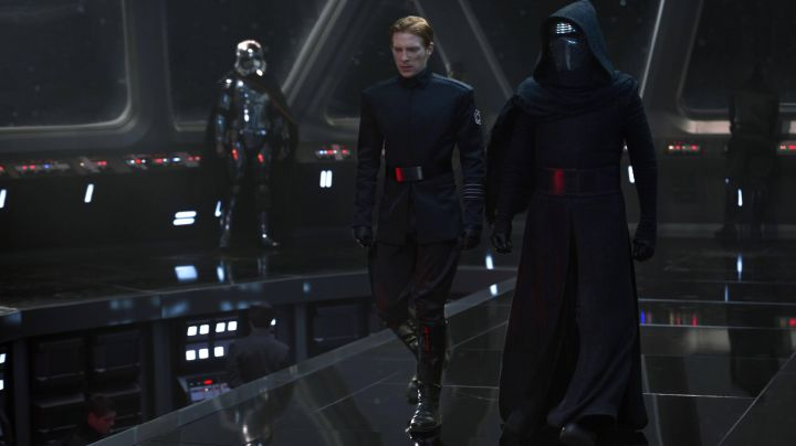 """The complete outfit of Kylo Ren (Adam driver) in """" Star Wars VII : The awakening of the force - Movie Outfits and Products"""