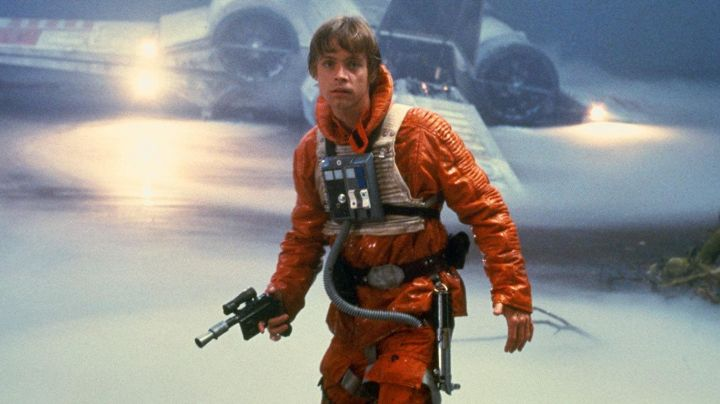 The control room of Luke Skywalker (Mark Hamill) in Star Wars V : The empire strikes back - Movie Outfits and Products