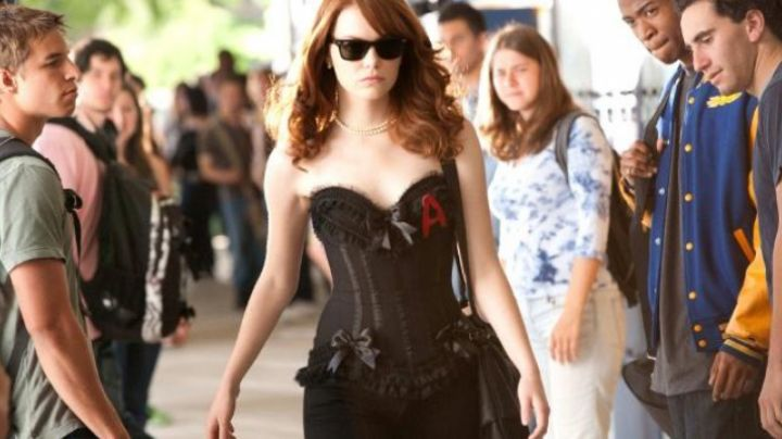 The corset Trashy Olive Penderghast (Emma Stone) in Easy Girl movie