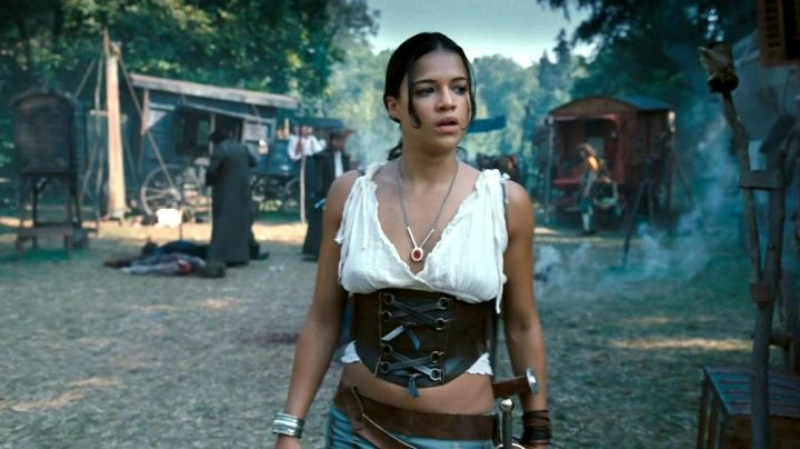 Fashion Trends 2021: The corset in leather with Michelle Rodriguez in BloodRayne