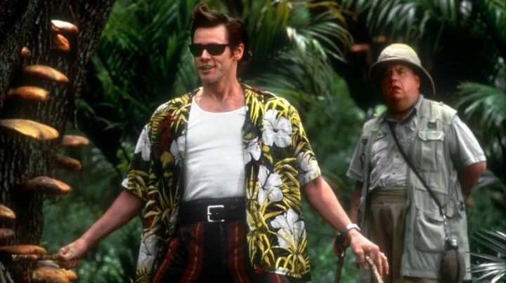 The cosplay of Ace Ventura (Jim Carrey) in Ace Ventura Africa - Movie Outfits and Products