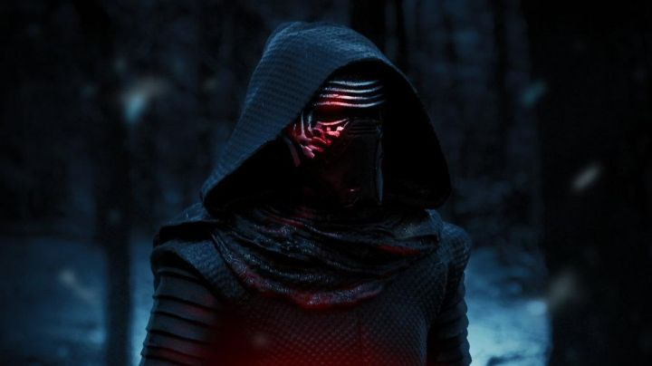 """Fashion Trends 2021: The cosplay of Kylo Ren (Adam Driver) in """" Star Wars VII : The Awakening of the Force"""