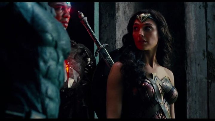 The costume in full Wonder Woman (Gal Gadot) Justice League