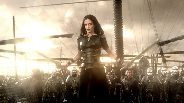 The costume of Artemisia Ire (Eva Green) in 300 birth of an Empire - Movie Outfits and Products