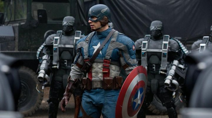 Fashion Trends 2021: The costume of Captain America / Steve Rogers) in Captain America : First Avenger