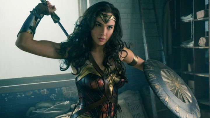the costume of Diana Prince / Wonder Woman (Gal Gadot) in Wonder Woman - Movie Outfits and Products
