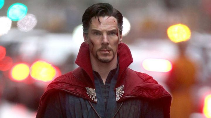 The costume of Doctor Strange (Benedict Cumberbatch) in Doctor Strange - Movie Outfits and Products