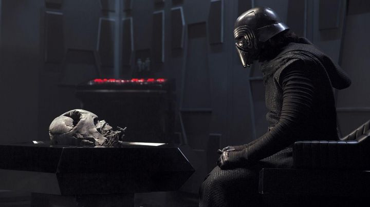 Fashion Trends 2021: The costume of Kylo Ren (Adam Driver) in Star Wars Episode VII : The Awakening of the Force