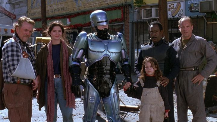 The costume of Robocop (Robert John Burke) in the movie Robocop 3 - Movie Outfits and Products