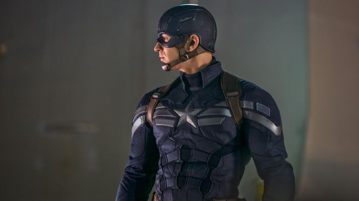 The costume of Steve Rogers (Chris Evans) in Captain America : The Soldier winter movie