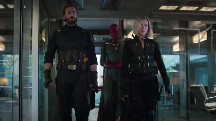The costume of Vision (Paul Bettany) in Avengers : Infinity War - Movie Outfits and Products