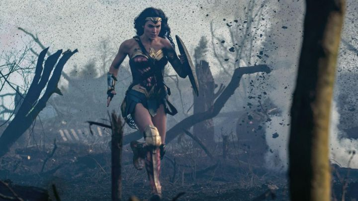 The costume of Wonder Woman from Diana Prince (Gal Gadot) in Wonder Woman - Movie Outfits and Products