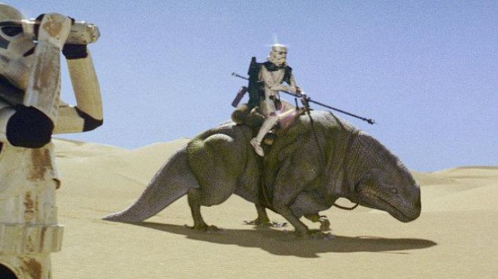 Fashion Trends 2021: The costume of a Dewback (release dog) in Star Wars I : The phantom menace