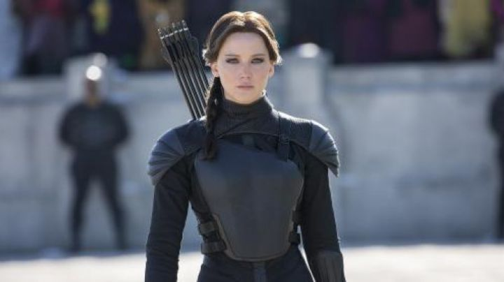 The costume of propaganda of Katniss Everdeen (Jennifer Lawrence) in Hunger Games : The Revolt part 1 movie