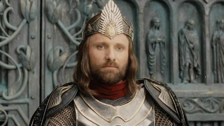 The crown of Aragorn (Viggo Mortensen) in The Lord of the rings : the Return of The king Movie