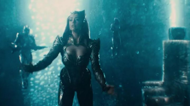 the crown of the Mera (Amber Heard) in Justice League Movie