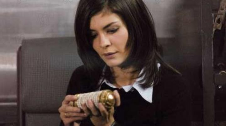 The cryptex Sophie Neveu (Audrey Tautou) in The Da Vinci Code movie