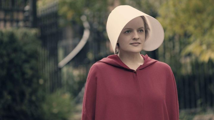 The cuff of Offred / June (Elisabeth Moss) in The Handmaid''s Tale : The Handmaid's tale - Movie Outfits and Products