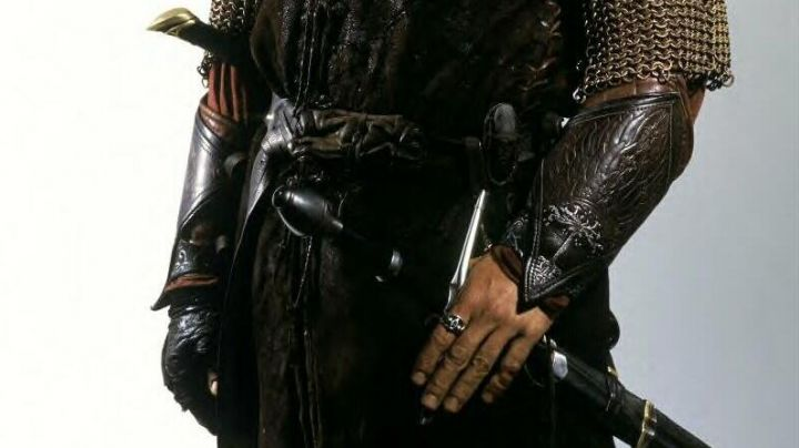 The cuffs of leather of Aragorn (Viggo Mortensen) in the Lord of The Rings movie