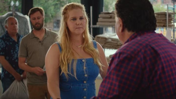 The denim dress from Renee Bennett (Amy Schumer) I Feel Pretty - Movie Outfits and Products
