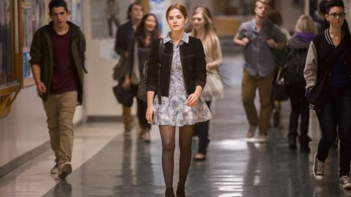 The denim jacket Samantha (Zoey Deutch) in The Last day of my life