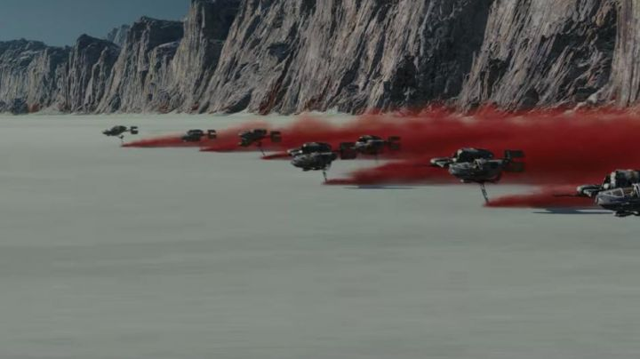 The desert spanned by the ships in Star Wars, episode VIII : The Last Jedi - Movie Outfits and Products
