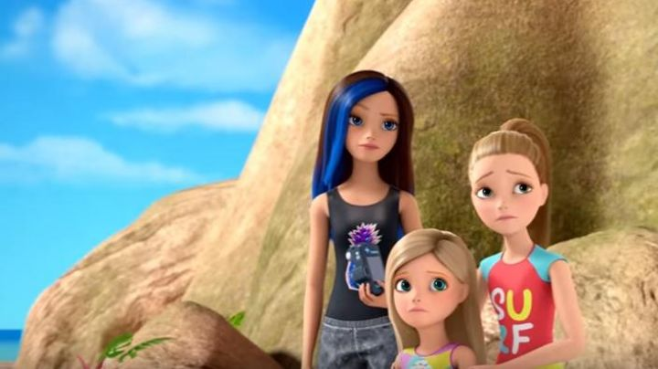 The doll Stacie and her dog in Barbie and the magic of dolphins - Movie Outfits and Products