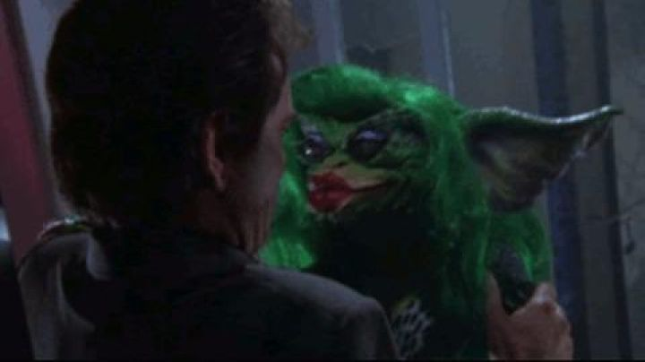 The  doll from the Gremlins Greta in Gremlins 2 : the new generation - Movie Outfits and Products