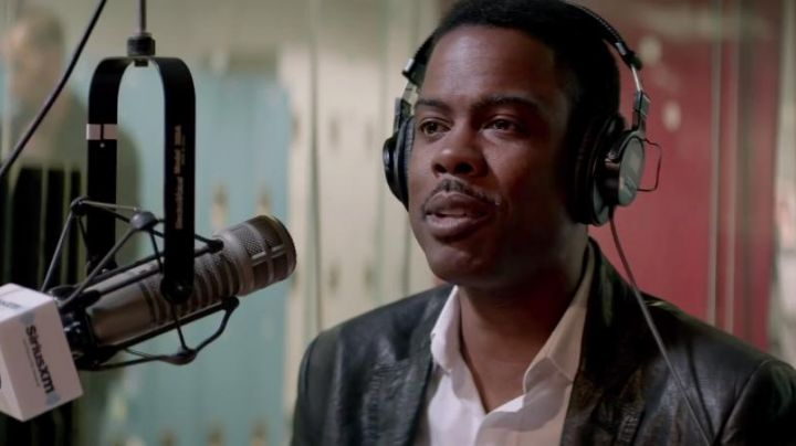 The door micro Electro Voice of Andre Allen (Chris Rock) in Top Five - Movie Outfits and Products