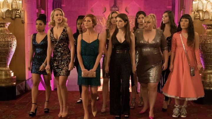 The dress Adrianna Papell (modified) Chloe (Brittany Snow) in Pitch Perfect 3 - Movie Outfits and Products