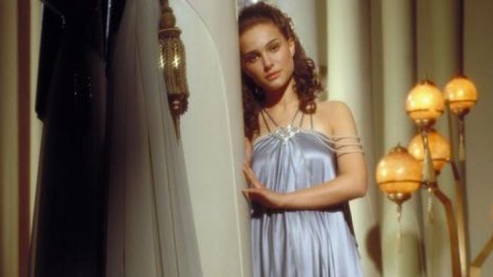 The dress Padmé Amidala (Natalie Portman) in Star Wars Episode III : Revenge of The Sith - Movie Outfits and Products