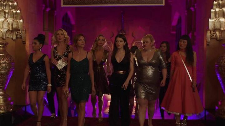 The dress Rebel Wilson x Angels Fat Amy / Patricia (Rebel Wilson) in Pitch Perfect 3 - Movie Outfits and Products