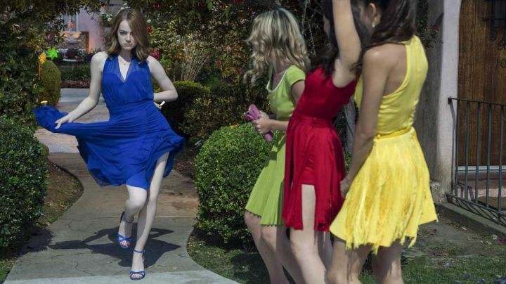 The dress Tara Jarmon yellow/red/blue or green Mia (Emma Stone) in the The Land movie